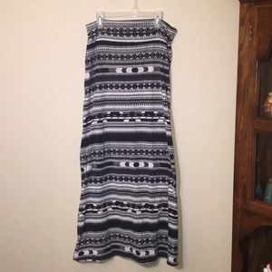 Dresses & Skirts - Patterned maxi skirt- comfy and flattering!